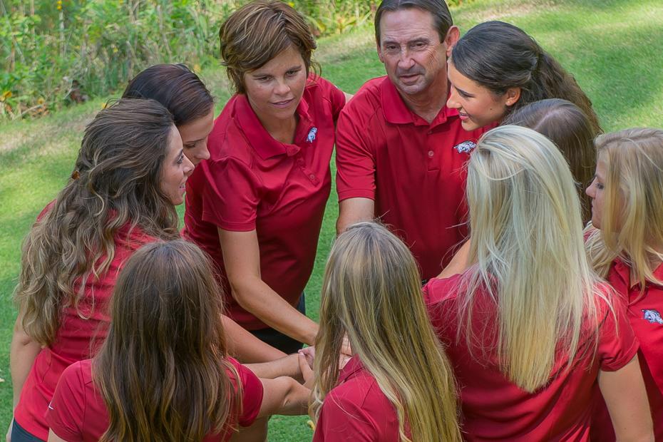 1516-womens-golf-team-huddle