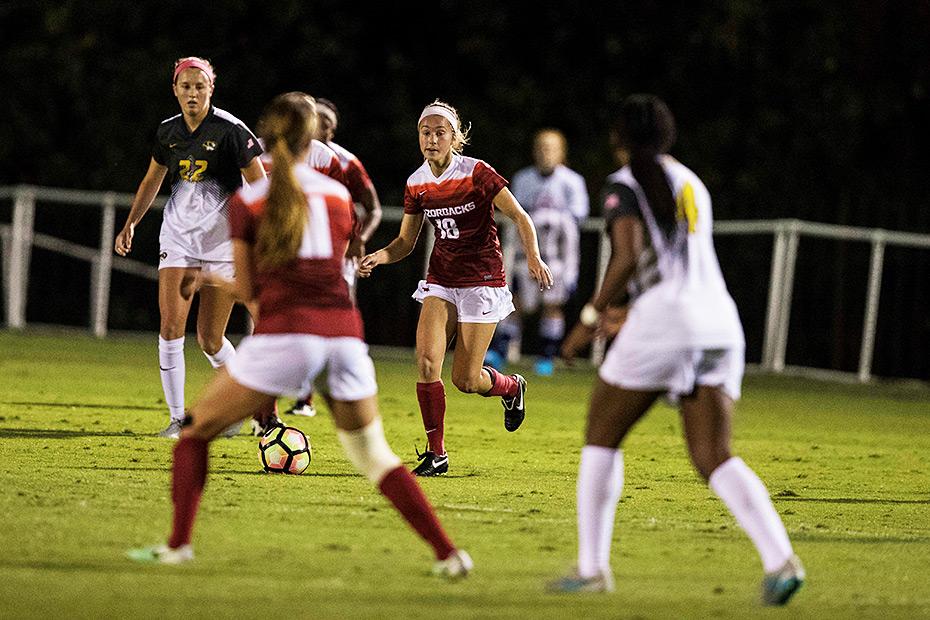 Article-soccer-arkansas-vs-missouri-102016