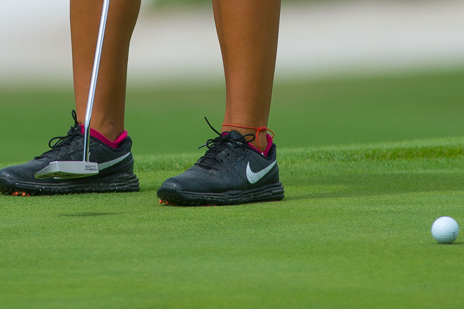 Golf-shoe-and-ball