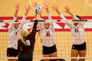 Razorbacks Host No. 6 Kentucky at Barnhill Arena