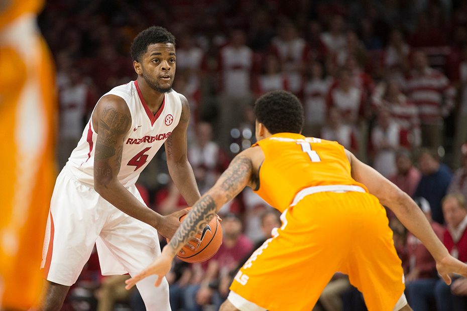 Tennessee Basketball loses SEC opener in overtime to Arkansas