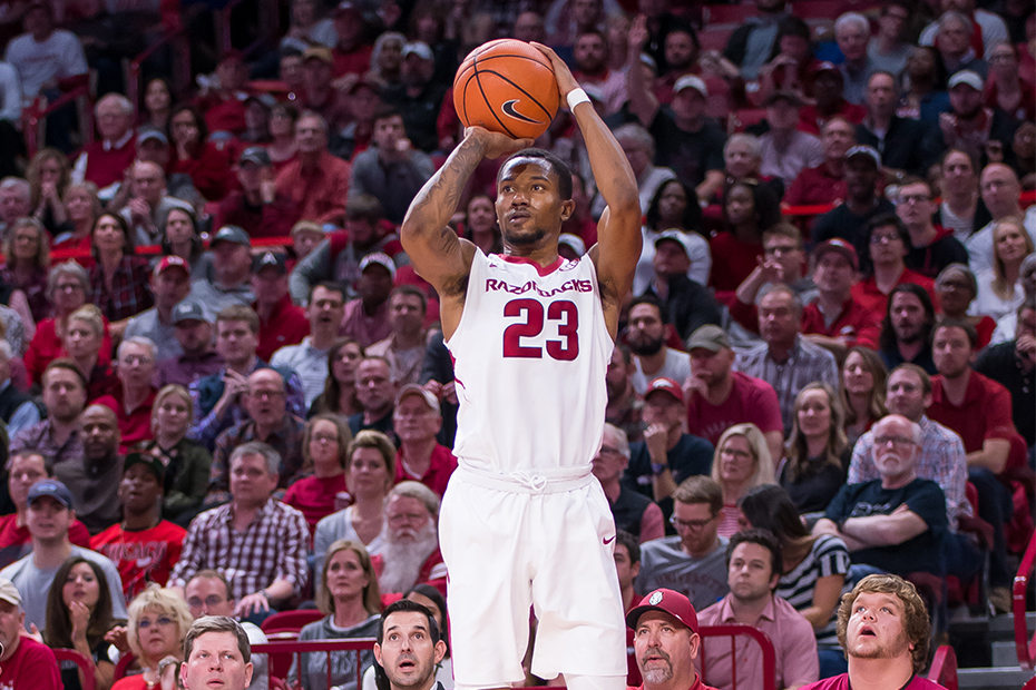 Hogs Hold Off Tide For Third SEC Road Win