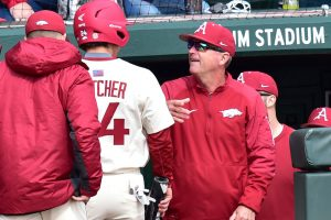 Hogs Win Late To Give Van Horn 600th Victory