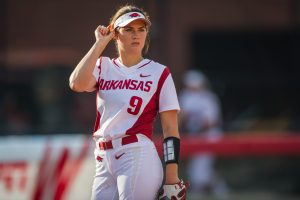 Late-Inning Rally Lifts Razorbacks to 4-0