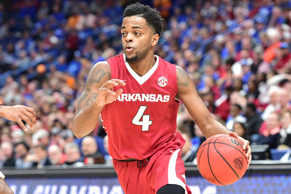 Arkansas holds on to beat SC , advances to SEC Tournament quarterfinals
