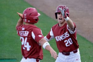 Hogs Handle Gators In Series Opener