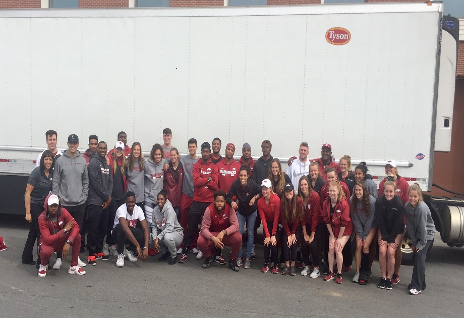 Razorbacks Team Up to Give Back