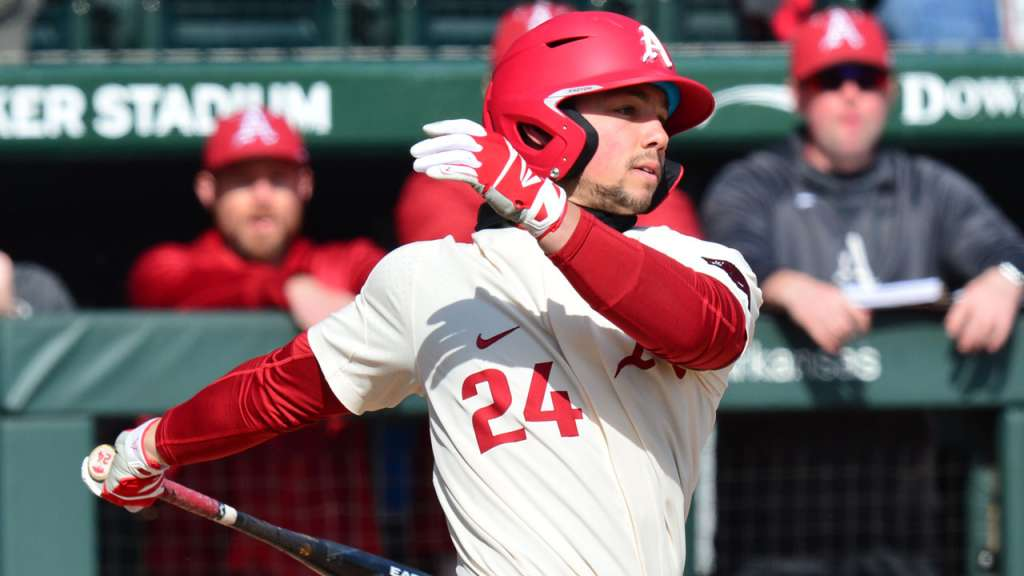 Hogs Head West For Series With Trojans