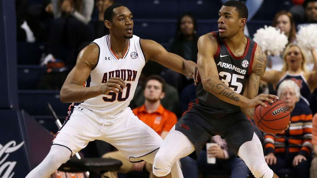 Razorbacks Drop Road Test at Auburn