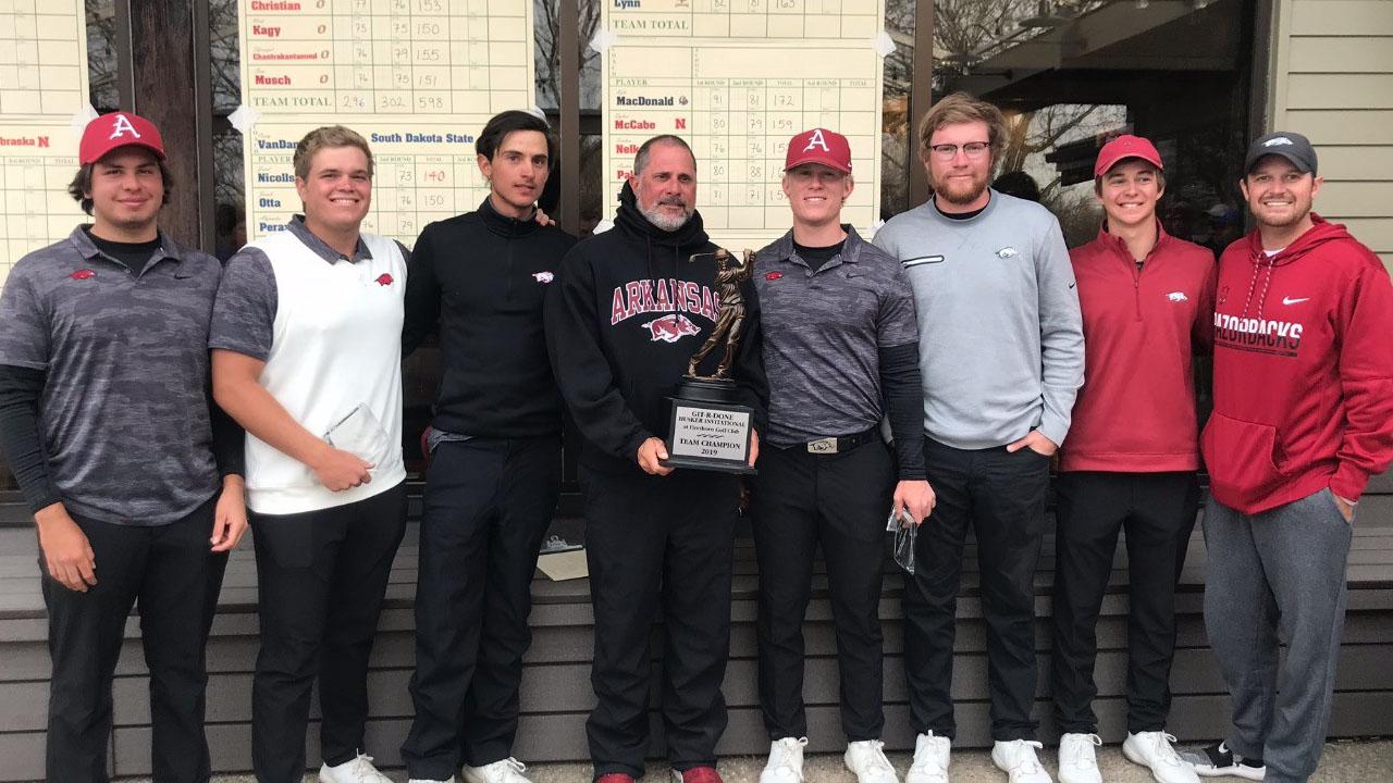 https://arkansasrazorbacks.com/wp-content/uploads/2019/04/Mens-Golf-Team-wins-2019-Husker-Invitational.jpg