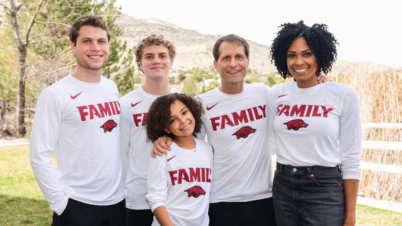 https://arkansasrazorbacks.com/wp-content/uploads/2019/04/musselman-family-photo.png