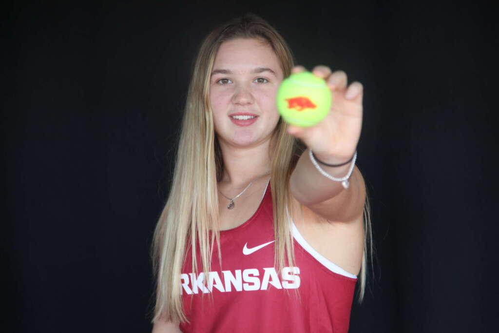 Women's Tennis Inks First 2020 Signee