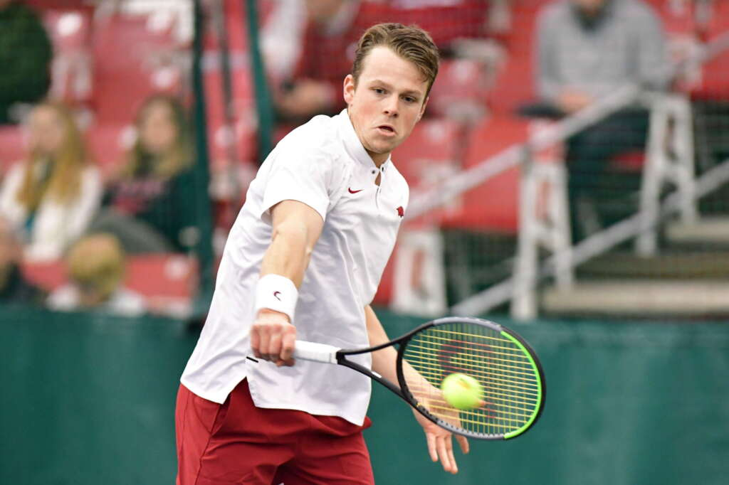 Men's Tennis splits two matches to open season