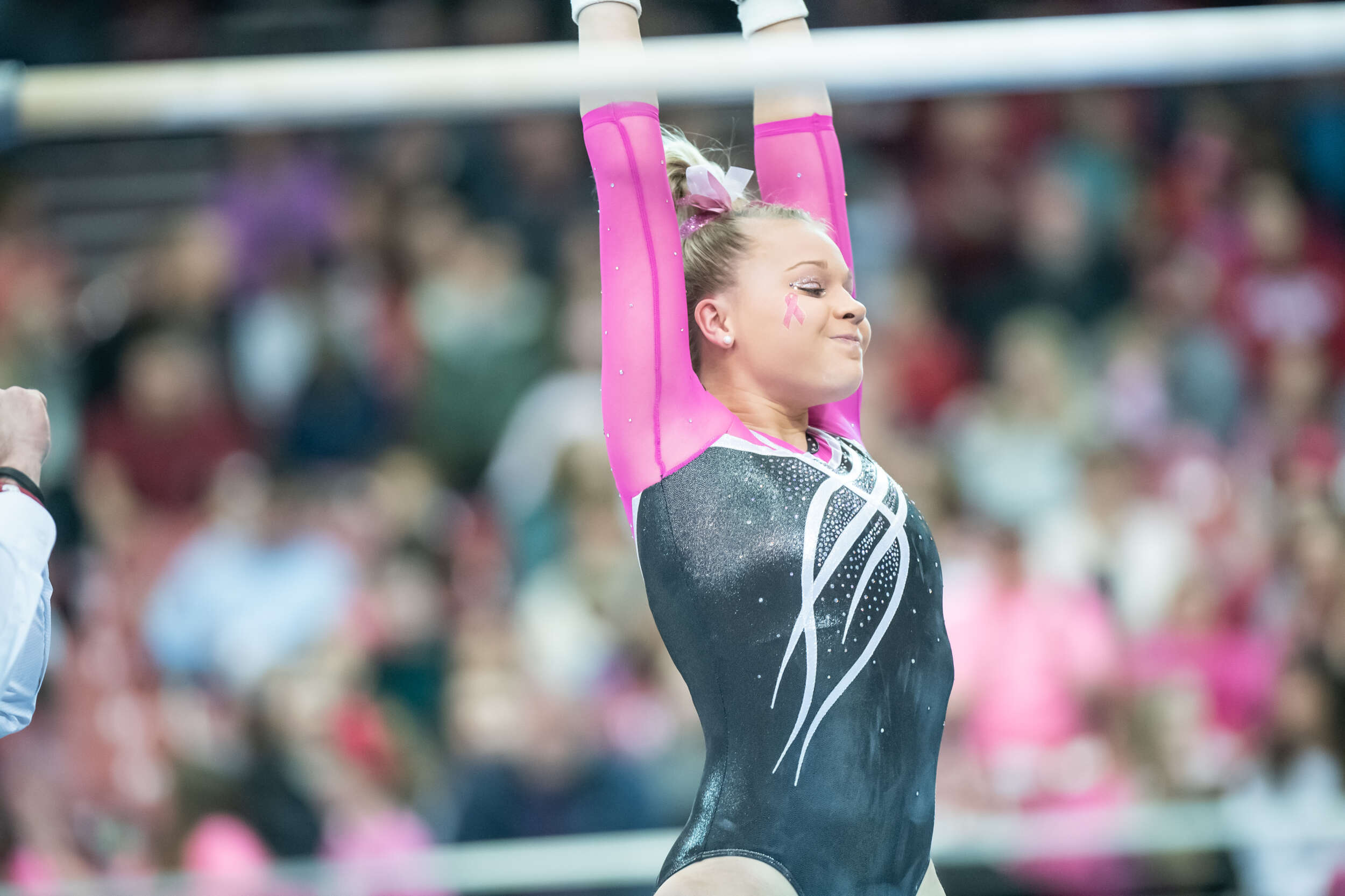 Laird Scores 9.900 on Bars for Second Consecutive Meet