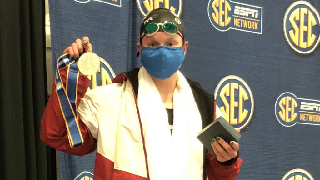 Palsha finishes third in 500 Free to lead Hogs on Day 2