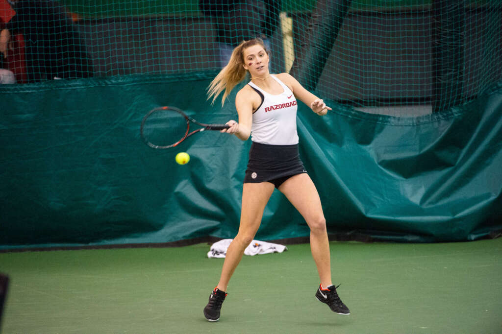 No. 24 Women's Tennis Downs Memphis, Hogs Remain Undefeated