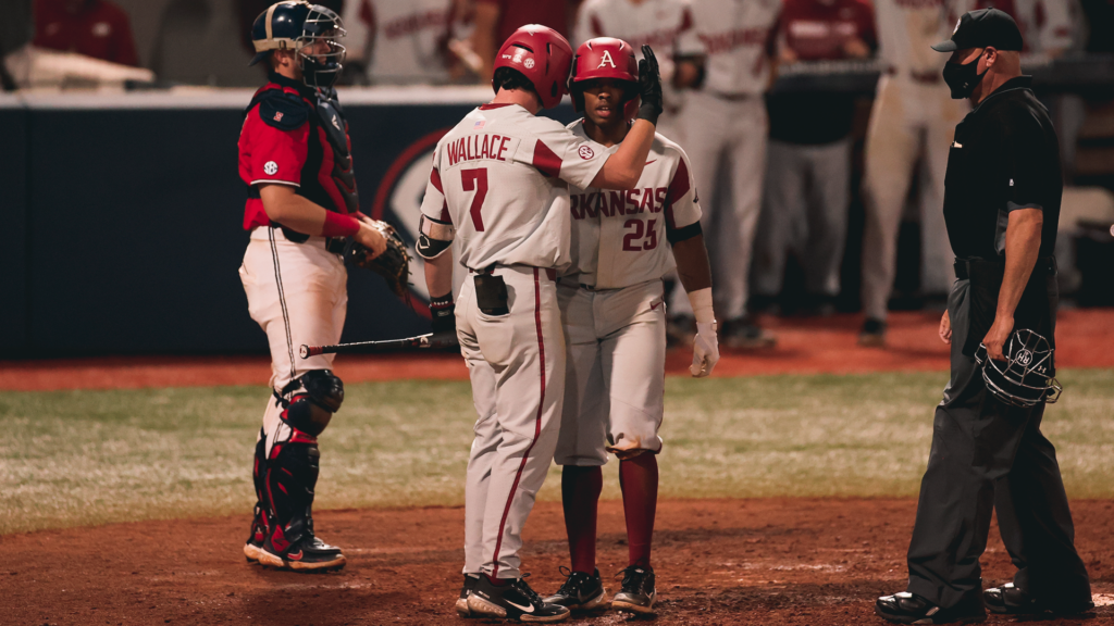 Razorbacks Split Saturday's Doubleheader at Ole Miss