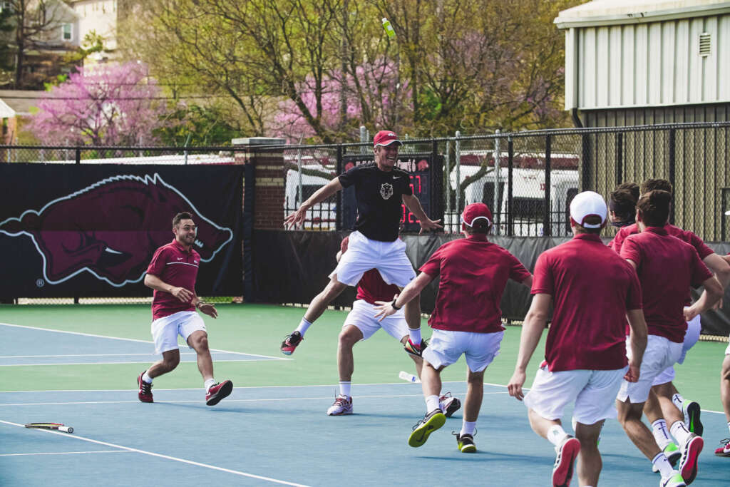 Men's Tennis upsets No. 3 Tennessee, 4-3