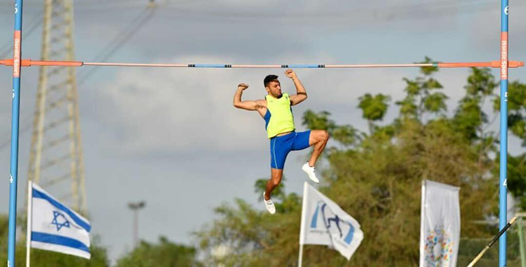 Etamar Bhastekar wins national pole vault title in Israel