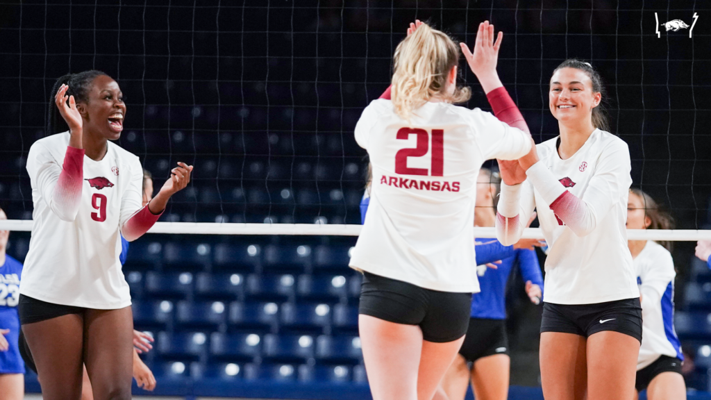 Hogs Go 2-0 in First Day of Tulsa Invitational